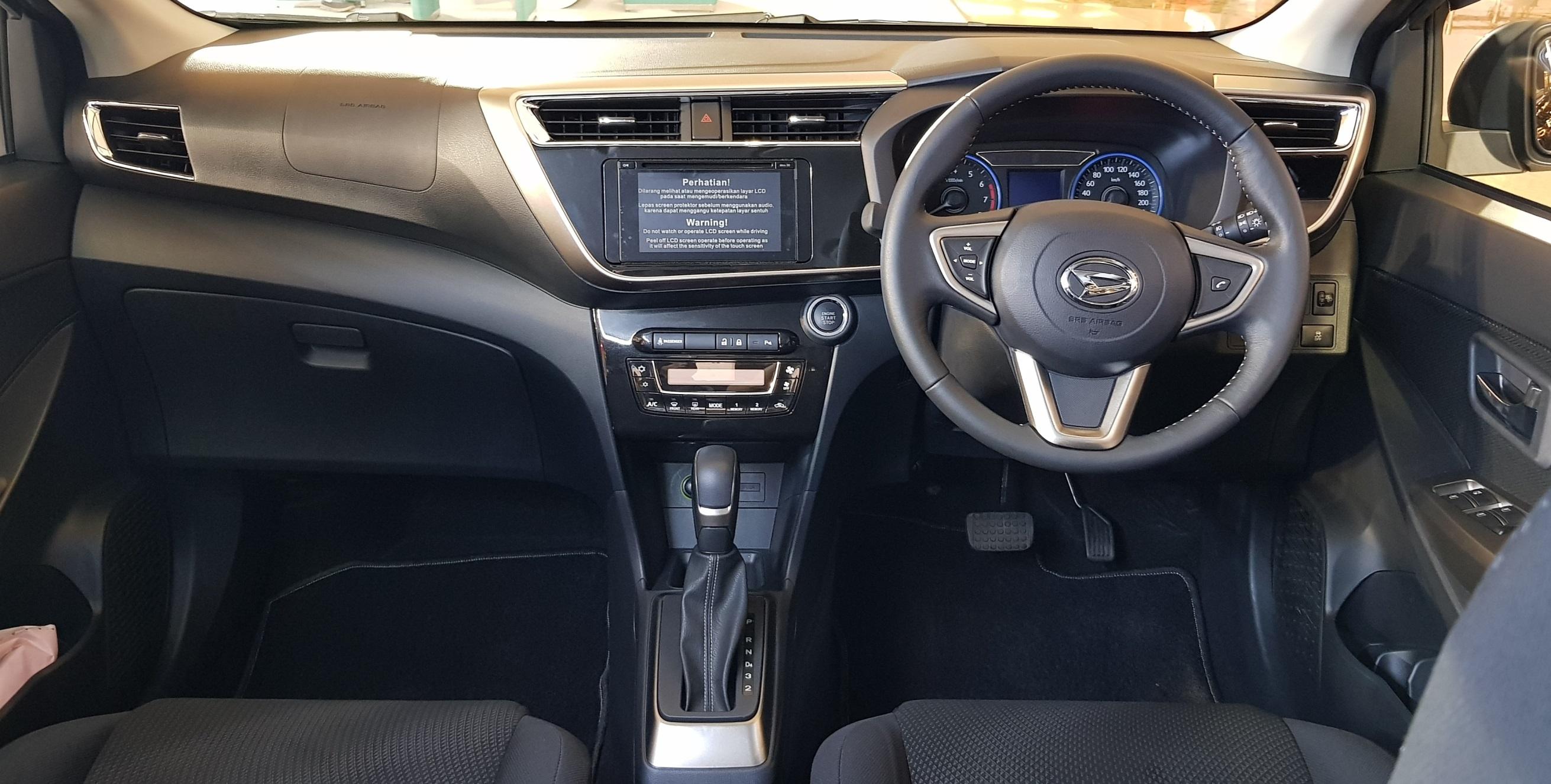 Tampilan sisi interior Dashboard All New Sirion yang tampil lebih modern dengan berbagai fitur seperti key-free start-stop button, dan fitur safety yang lebih lengkap